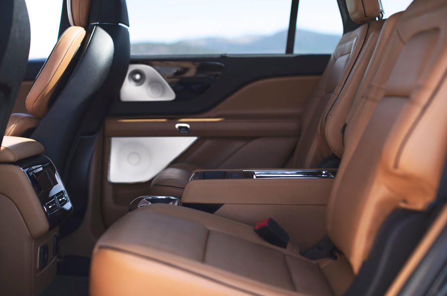Lincoln Aviator 2020 first drive review - middle row legroom