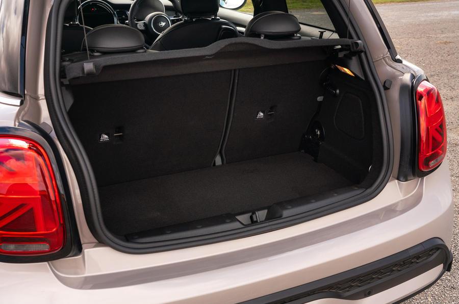 13 Mini Cooper S 2021 UE FD coffre