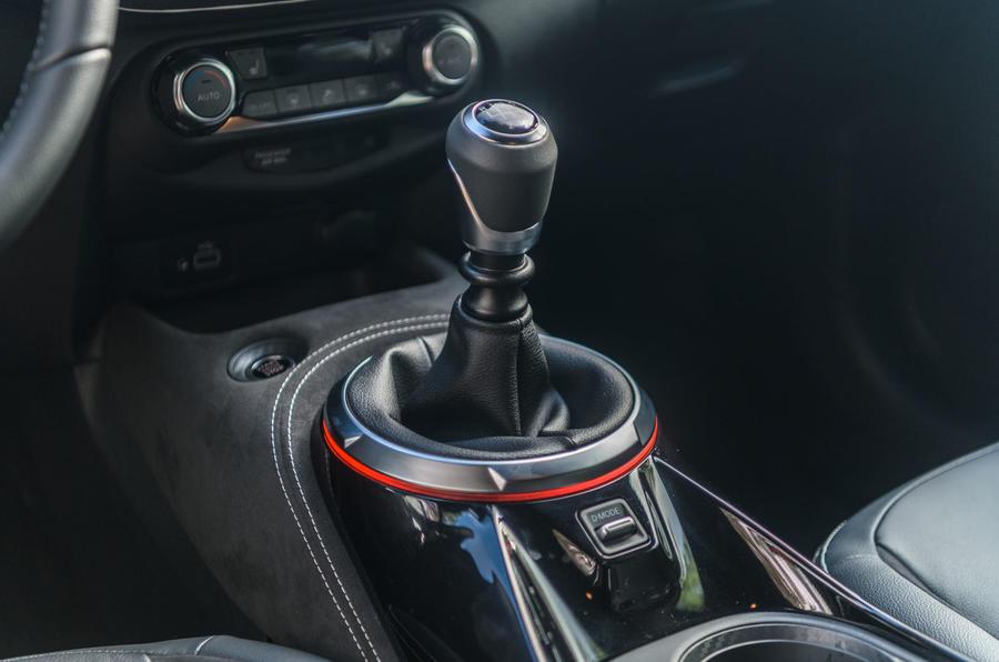 Nissan Juke 2019 first drive review - gearstick