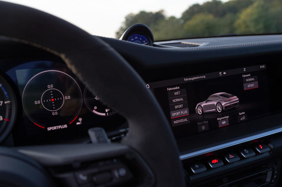 Porsche 911 Carrera 2019 first drive review - infotainment