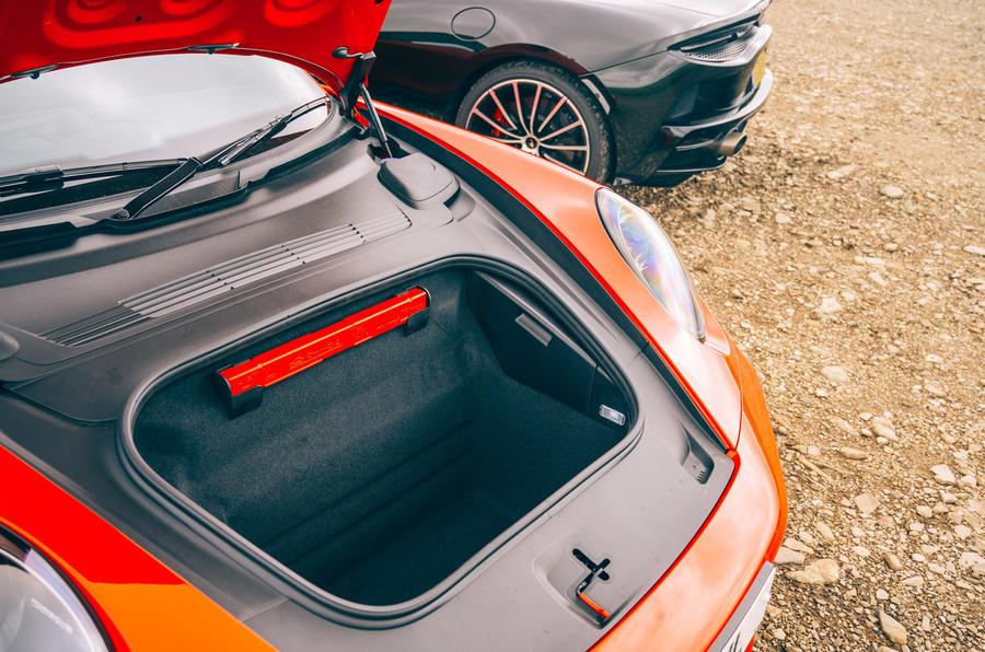 Porsche 911 - storage