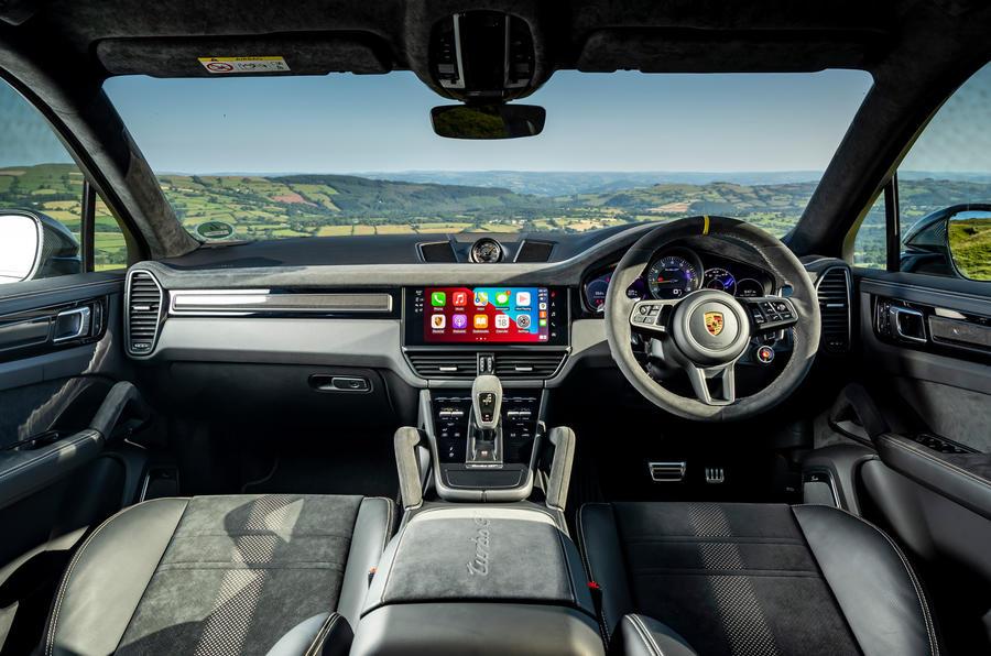 13 Porsche Cayenne Turbo GT 2021 UE FD habitacle