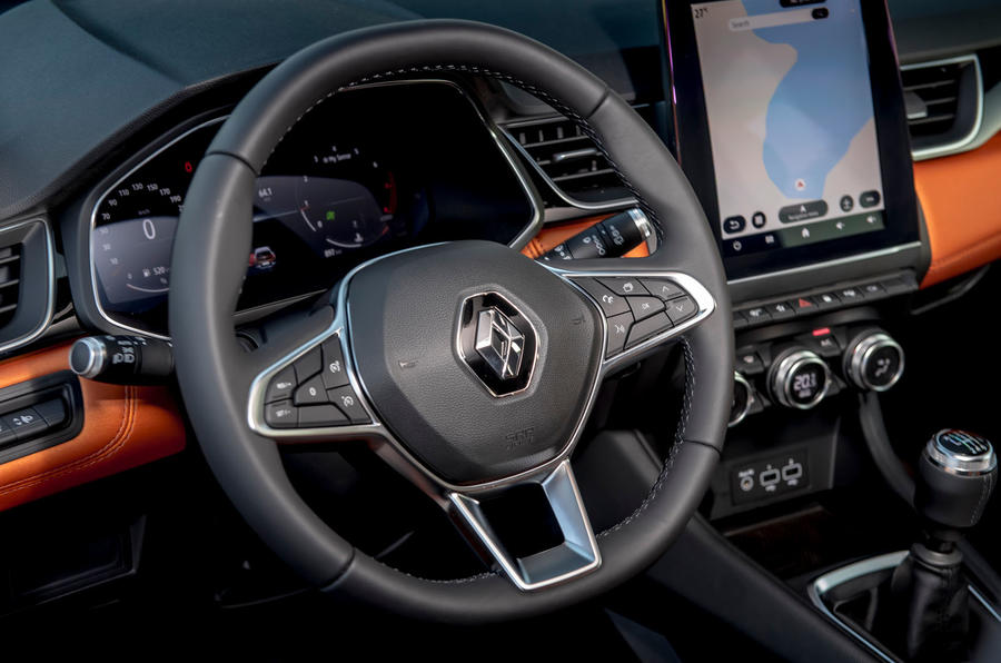 Renault Captur 2019 first drive review - steering wheel