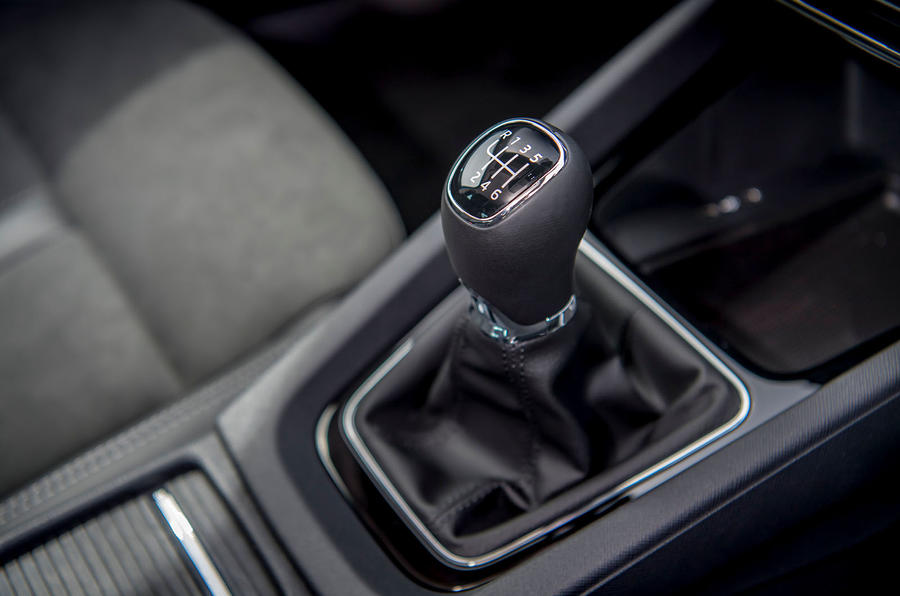 Skoda Octavia hatchback 2020 UK first drive review - gearstick