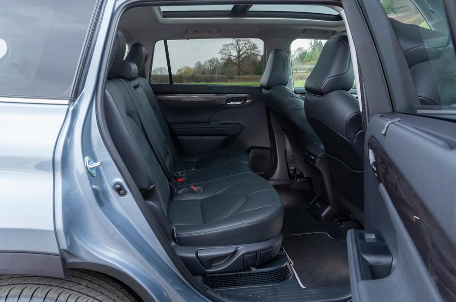 13 Toyota Highlander 2021 UE : essai routier des sièges arrière