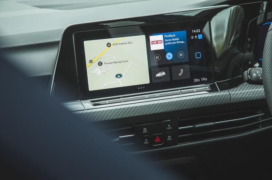 13 Volkswagen Golf R performance pack 2021 UE FD infotainment