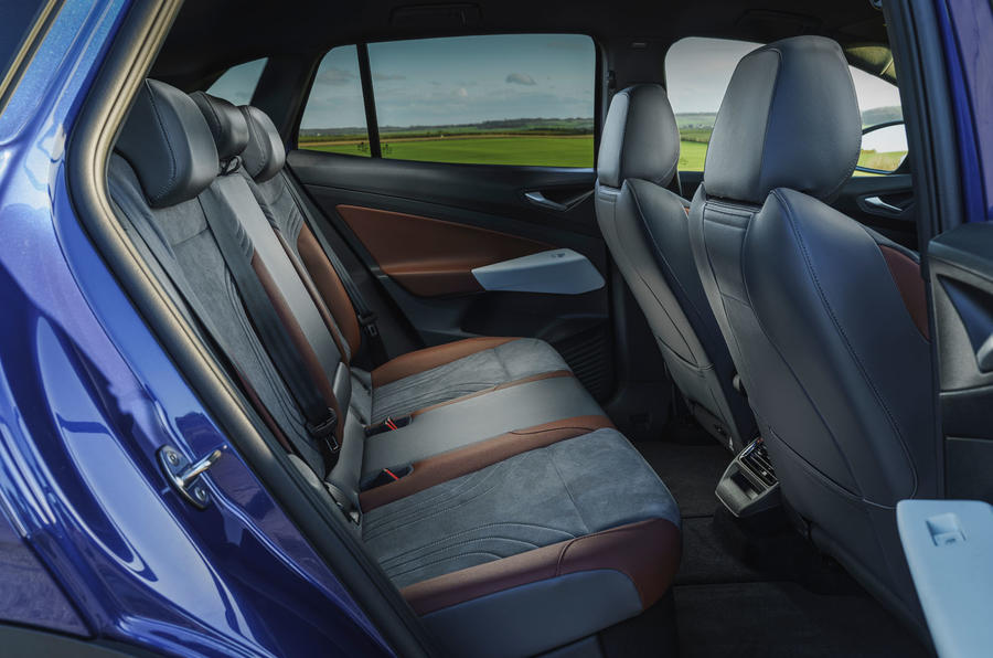 13 Volkswagen ID 4 2021 France : essai en première monte des sièges arrière