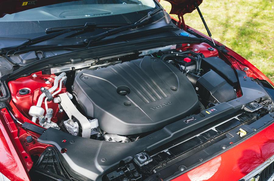 13 Volvo V60 B3 Momentum 2021 : premier essai au Royaume-Uni - moteur