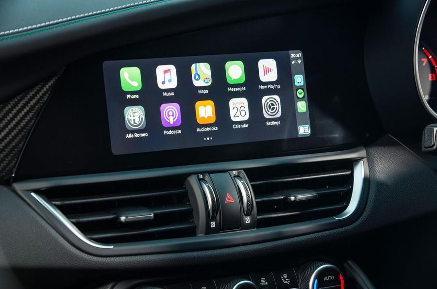 Alfa Romeo Giulia Quadrifoglio 2020 UK first drive review - carplay