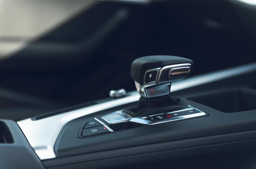Audi A4 35 TFSI 2019 UK first drive review - gearstick