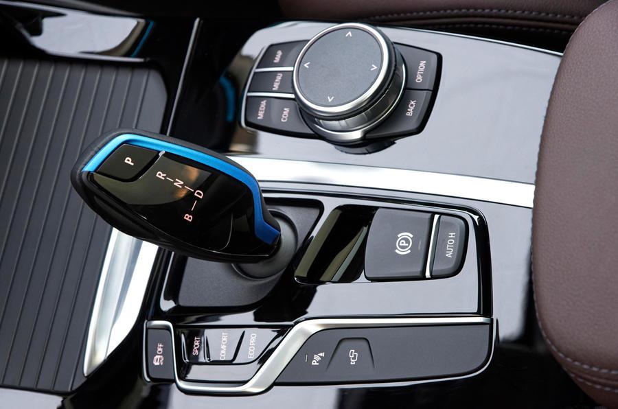 BMW iX3 2020 : premier bilan de conduite - console centrale