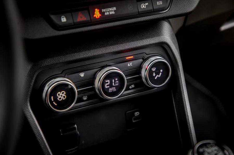 14 Dacia Sandero Stepway 2021 : le premier moteur du Royaume-Uni examine les contrôles climatiques
