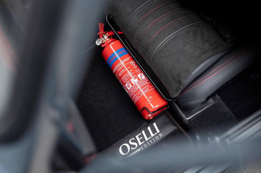 14 David Brown Mini Remastered Oselli 2021 Extincteur UE FD