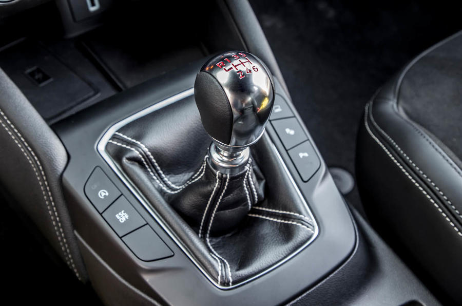 Ford Focus ST estate EcoBlue 2019 first drive review - gearstick