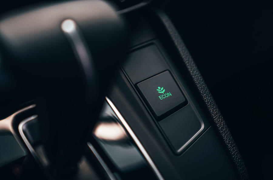 Honda CR-V 2018 first drive review eco button