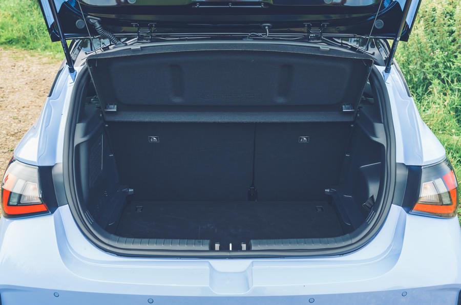 14 Hyundai i20N 2021 RHD UE FD coffre à bagages