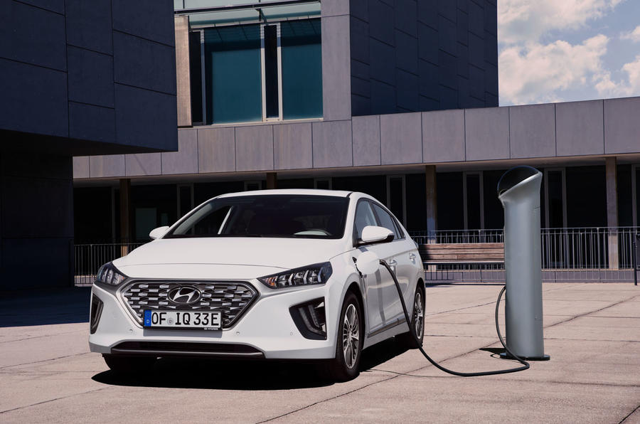 Hyundai Ioniq plug-in hybrid 2019 first drive review - charging