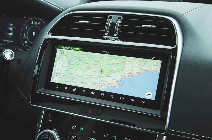 Jaguar XE P300 2019 first drive review - satnav