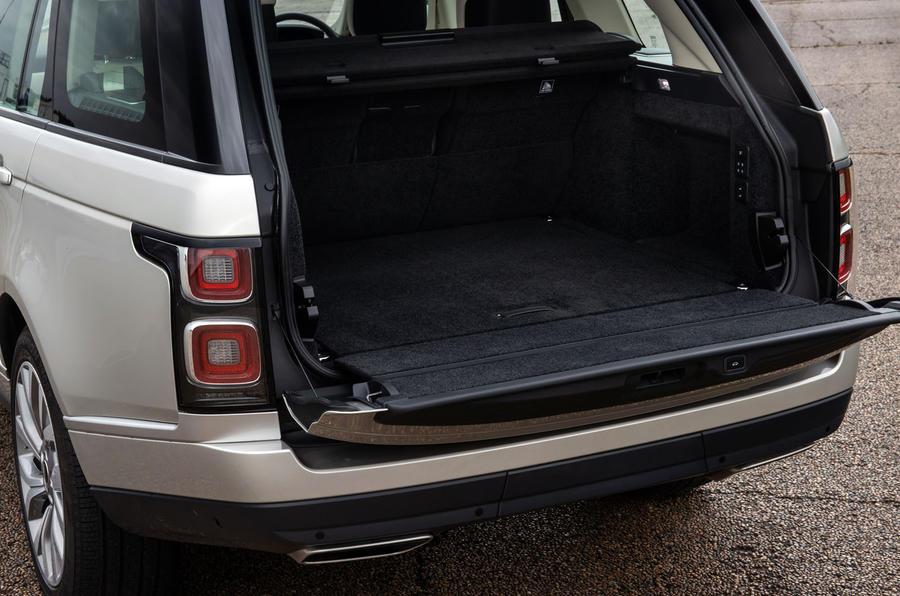 Land Rover Range Rover D300 2020 : premier bilan de conduite au Royaume-Uni - démarrer