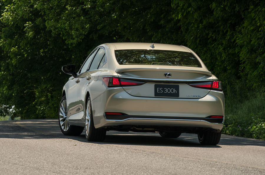 Lexus ES 300h 2018 review on the road rear