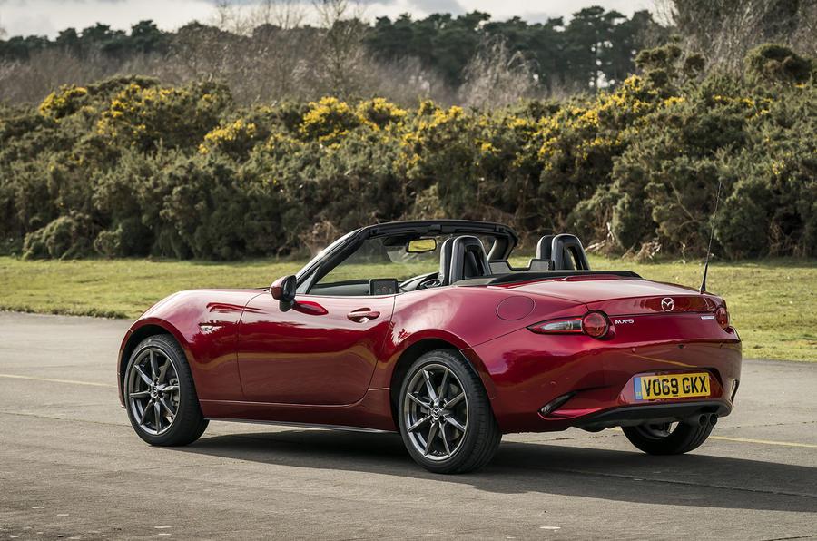 Mazda MX-5 2.0 Sport Tech 2020 : premier bilan de la conduite au Royaume-Uni - statique à l'arrière