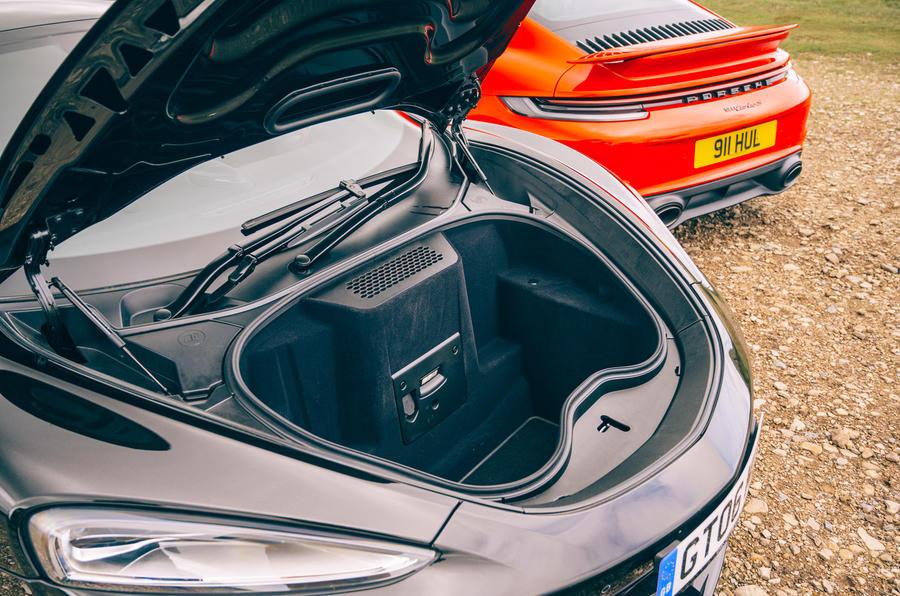 McLaren GT - storage