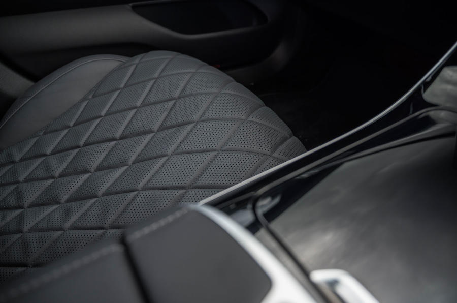 14 Mercedes Classe S S400d 2021 UE FD siège matelassé