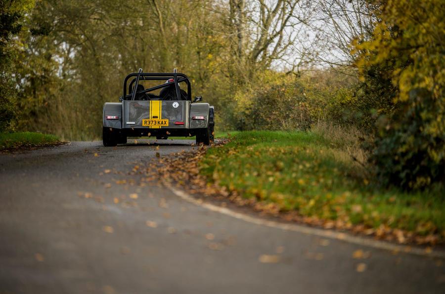 14 MK Indy Hayabusa 2021 : premier examen de conduite sur l'arrière de la route au Royaume-Uni
