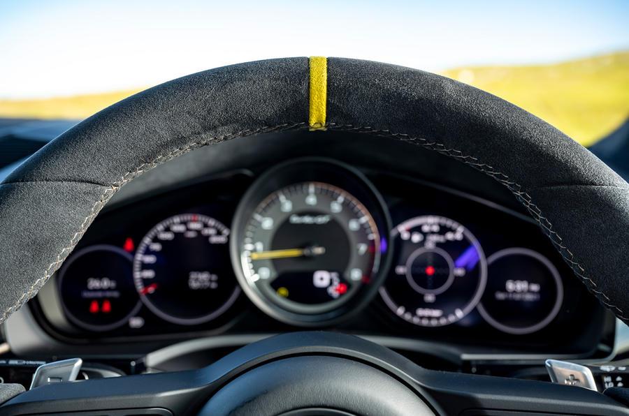 14 Porsche Cayenne Turbo GT 2021 UE FD alcantara