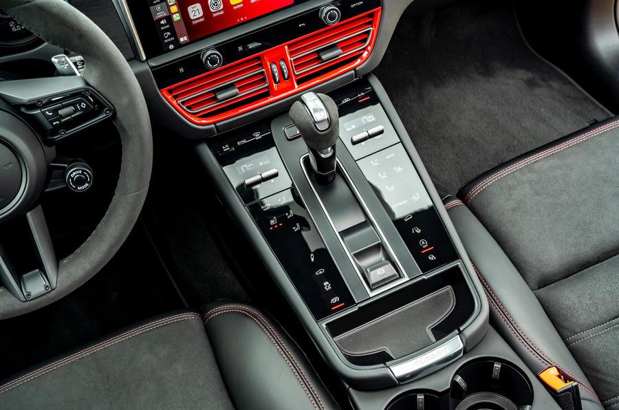 14 Console centrale de la Porsche Macan GTS 2021 UE LHD premier essai
