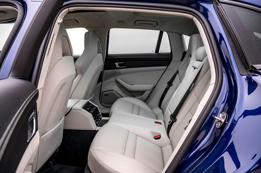 14 Porsche Panamera Turbo S E Hybrid ST 2021 UE FD sièges arrière