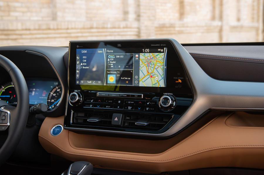 Toyota Highlander Hybrid 2020 first drive review - infotainment