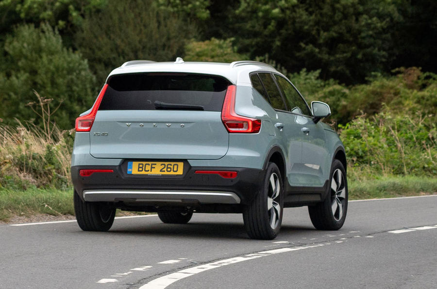 volvo-xc40-2018-uk-fd-rear-corner-action