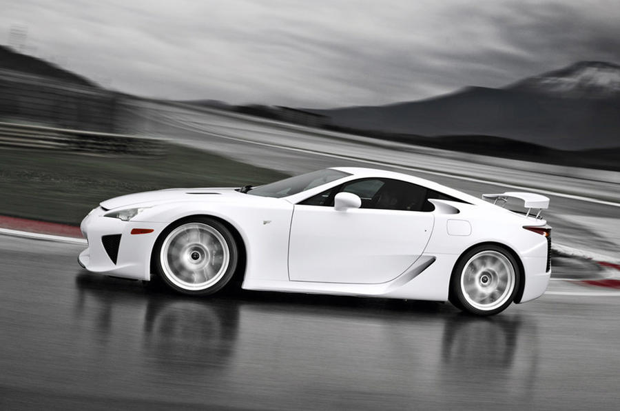 Lexus LFA - tracking side