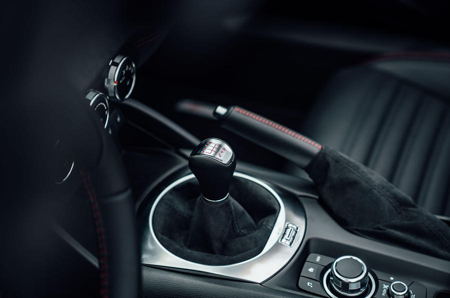 Abarth 124 GT review 2018 gearstick