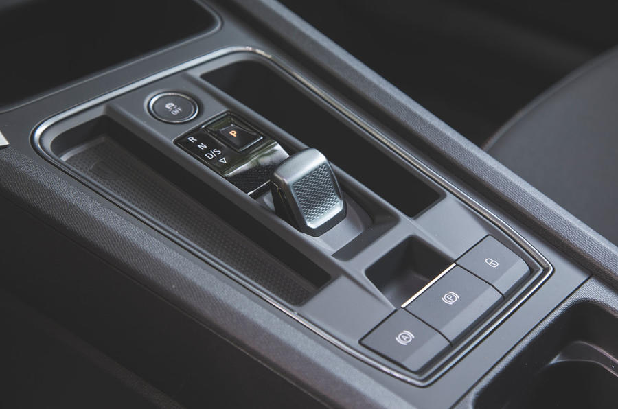 Cupra Leon 2020 LHD : premier bilan de la conduite au Royaume-Uni - console centrale