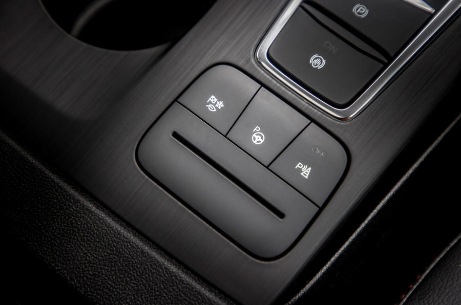 15 Ford Kuga FHEV 2021 UE FD modes de conduite