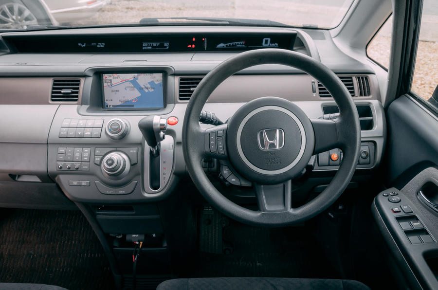 Honda Stepwagon - interior