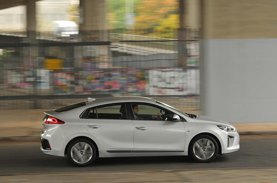 Hyundai Ioniq Hybrid - hero side