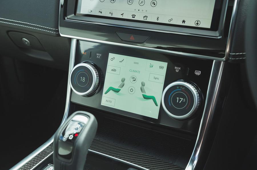 Jaguar XE P300 2019 UK first drive review - climate controls