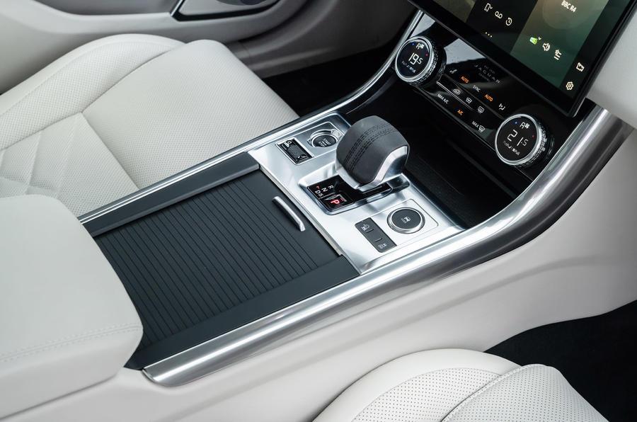 15 Jaguar XF Sportbrake P250 2021 UE, revue console centrale