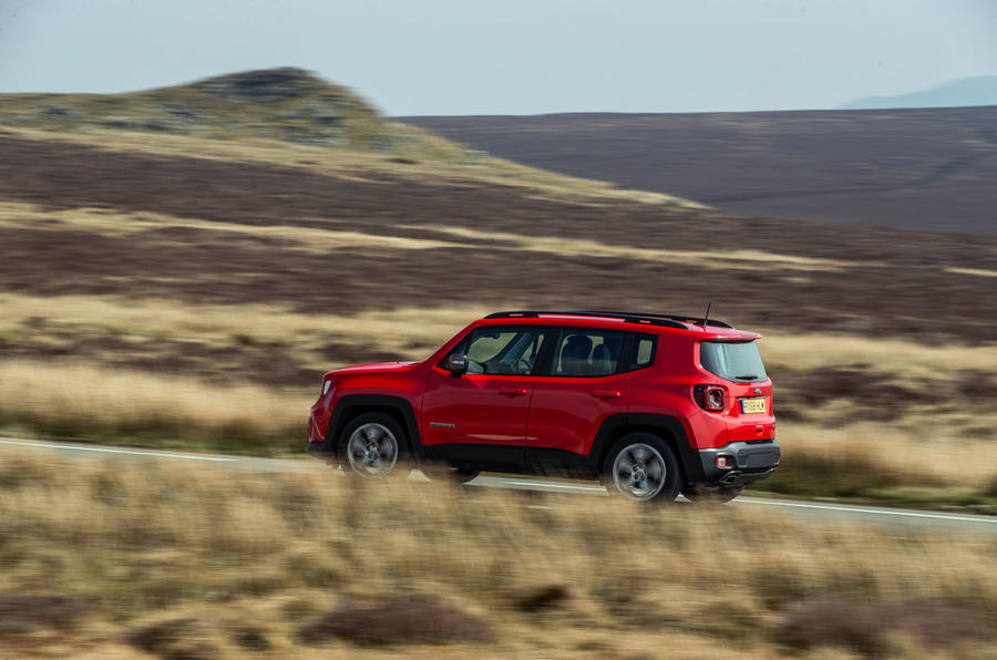 Jeep renegade Longitude 2019 UK first drive review - on the road side