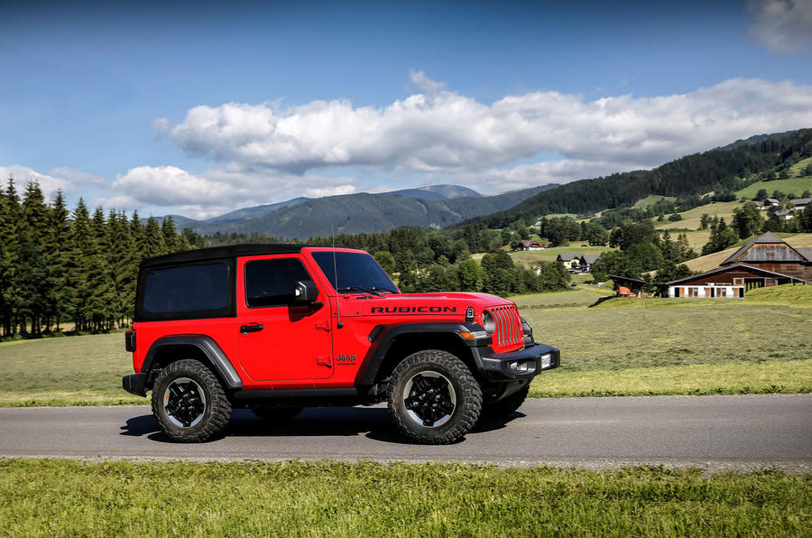 Jeep Wrangler Rubicon 2dr 2018 first drive review on road side