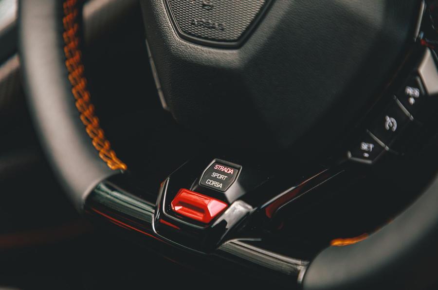 Lamborghini Huracán Spyder 2020 UK first drive review - steering wheel