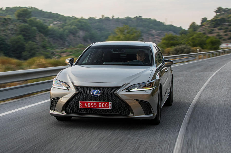 Lexus ES 2019 first drive review - cornering front