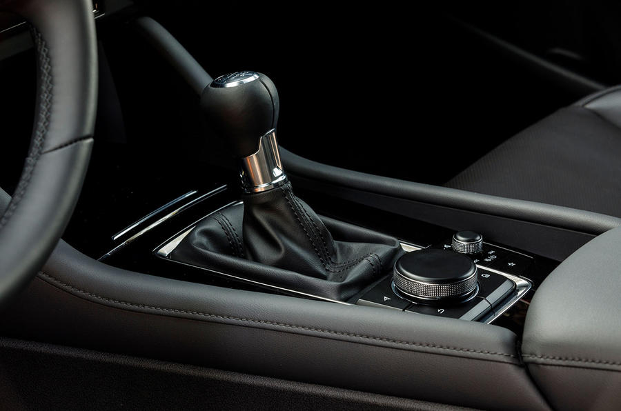 Mazda 3 2.0 Skyactiv-G 2019 first drive review - centre console