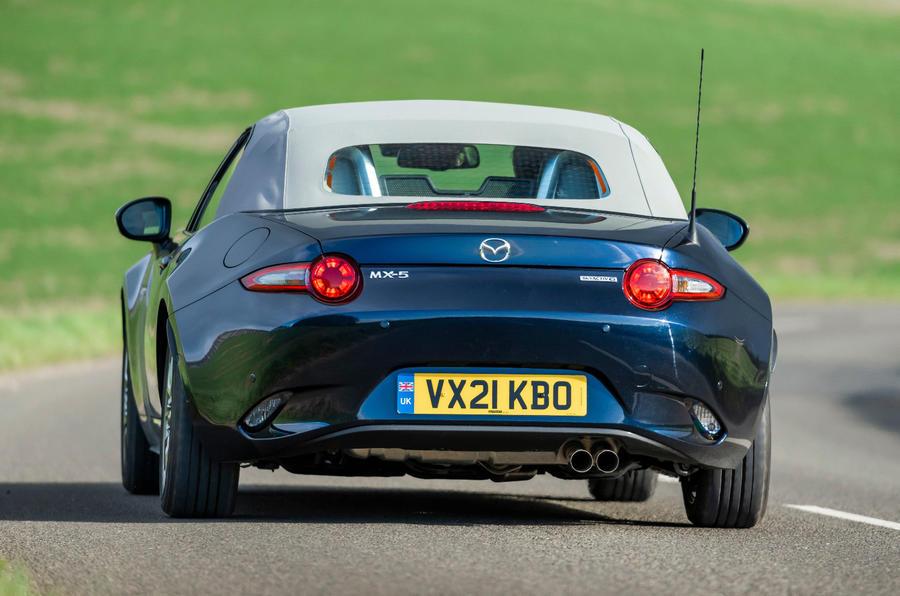 15 Mazda MX 5 Sport Venture 2021 UE FD sur route arrière