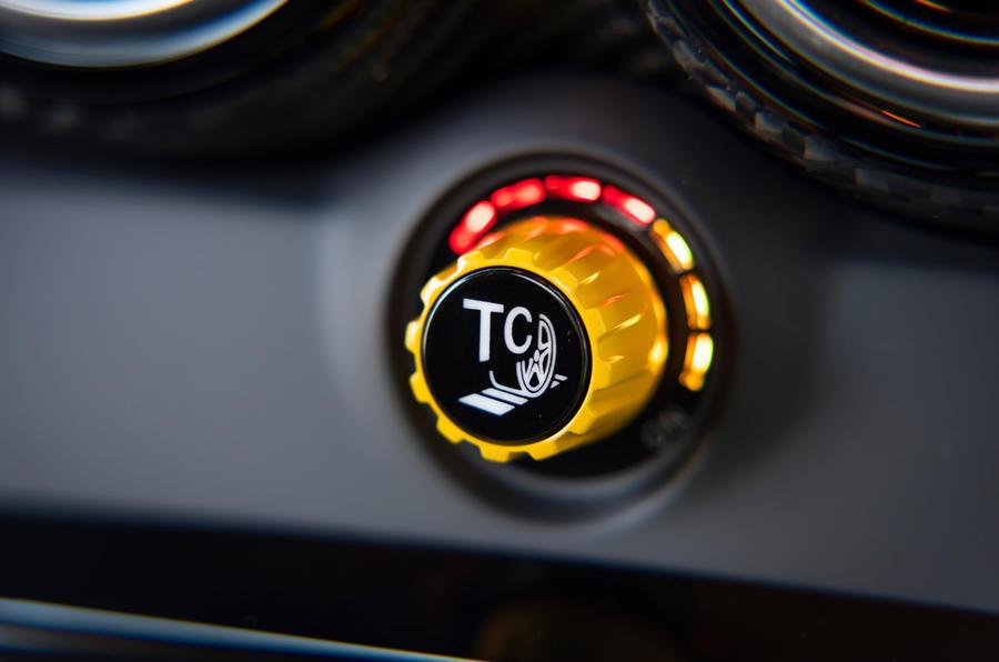 Mercedes-AMG GT Black Series 2020 : premier examen de la conduite - cadran de contrôle de la traction