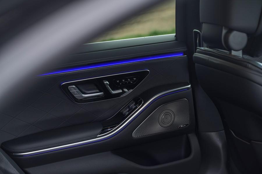 15 Mercedes Classe S S400d 2021 UE FD commandes des sièges arrière