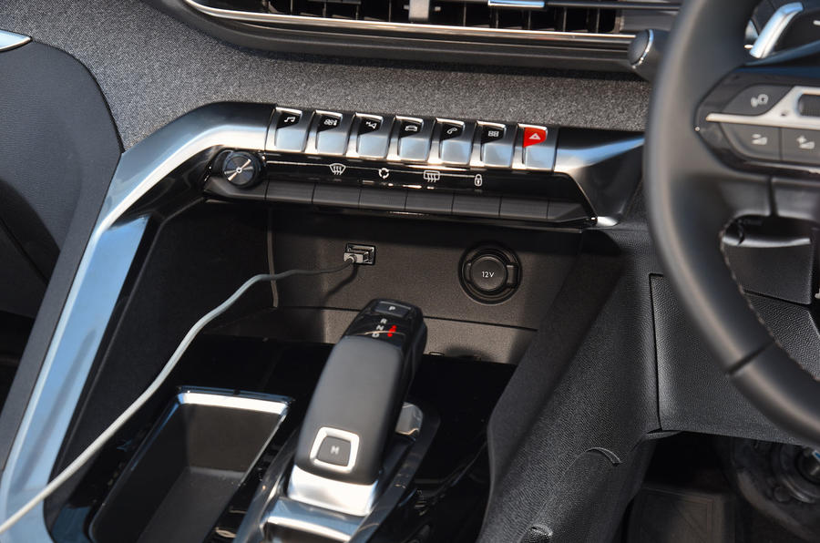 Peugeot 5008 2018 long-term review USB ports